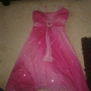 Dresses & Skirts - A pink dress